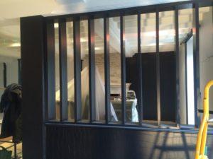 Les verrières apportent de la proximité entre vos pièces tout en préservant votre intimité. En construction ou en rénovation, les verrières remplacent vos traditionnelles cloisons en placo afin de rendre votre espace de vie plus convivial et lumineux.